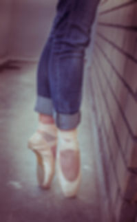 Female pointe shoes dancers with blue jeans