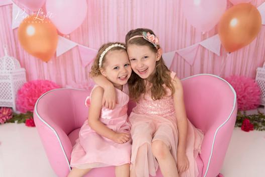 Sasktoon-child-photographer-sisters-smil