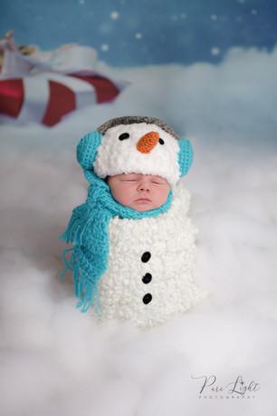 newborn-session-winter-baby-snowman.jpg
