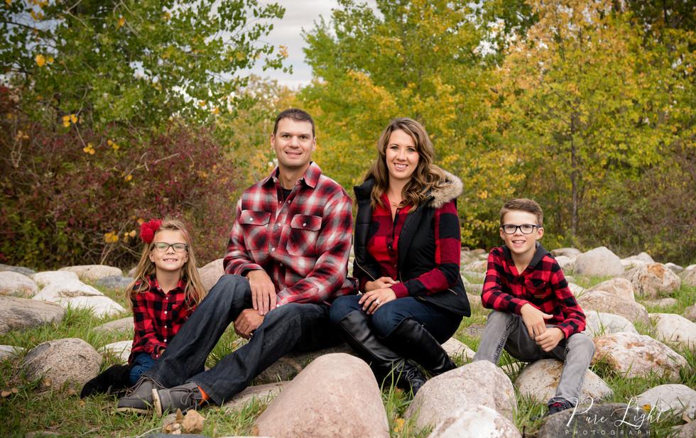 fall family sitting on rocks