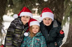 Christmas-outdoor-3-siblings-Santa-hats-
