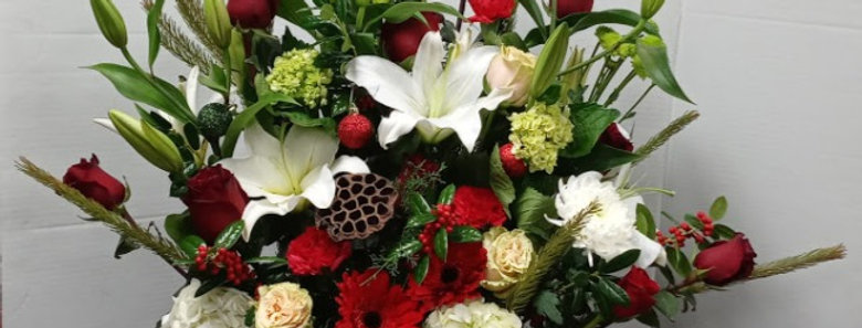 Special Basket, beautiful basket with special flowers design