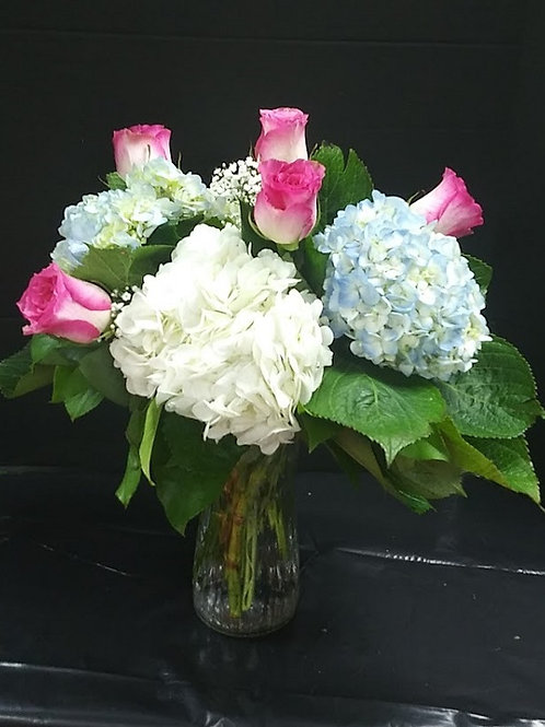 Hydrangeas and roses at flowers online Dallas, beautiful hydrangeas and roses in a vase.