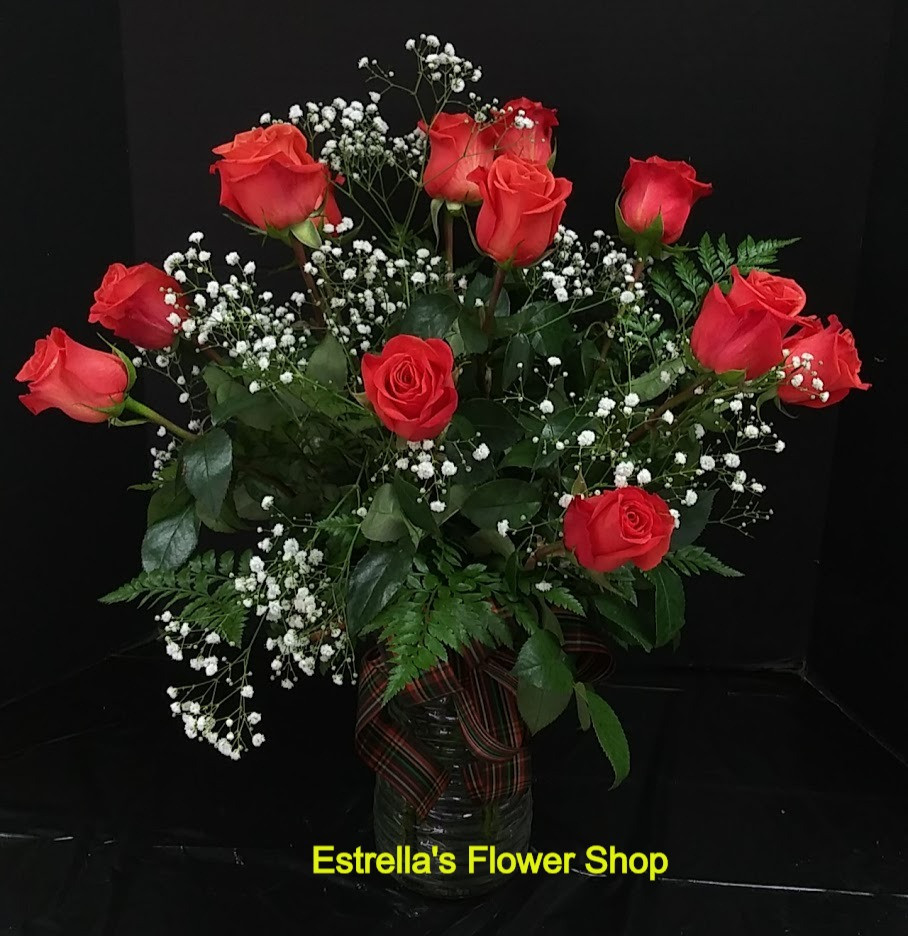 12 roses in a vase, beautiful roses in a crystal vase.