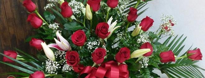 24 Rosas in a basket.
