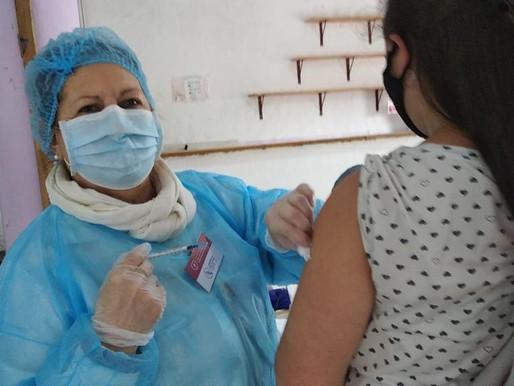 Estudo no Uruguai revela que vacinas contra covid-19 reduzem mortes e internações em UTI's