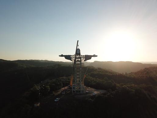 Encantado constrói estátua de Cristo maior que a do Rio de Janeiro