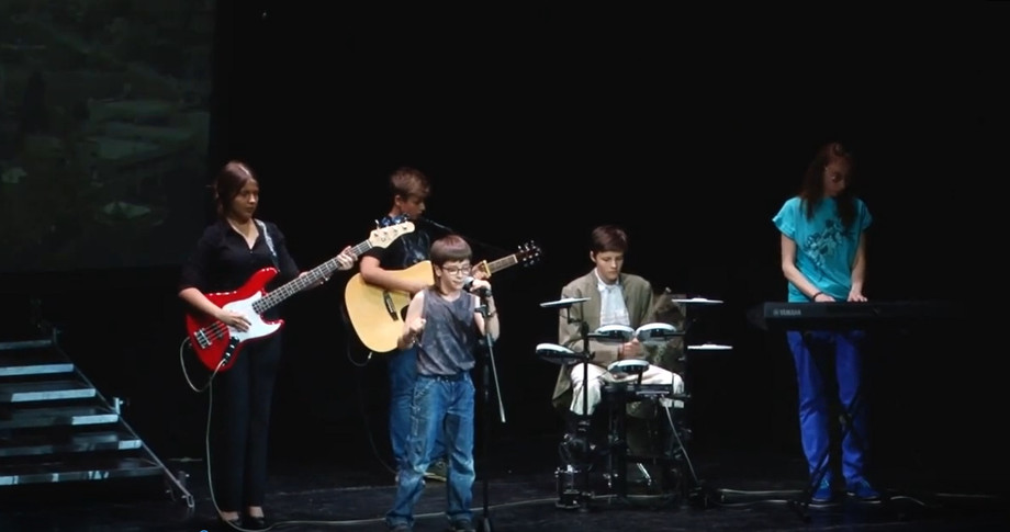 Антон и его рок группа