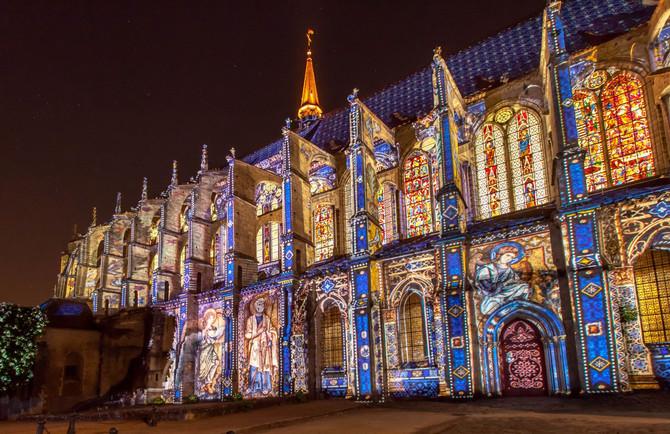 Знаменитое световое шоу Шартра Chartres en lumière: сезон 2016 закрыт!