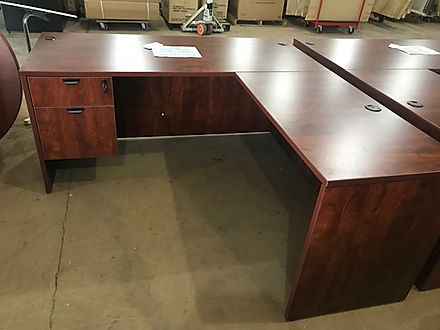 L03.6A: Single pedestal desk