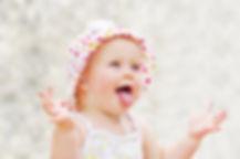 תינוקת מחייכת.jpg