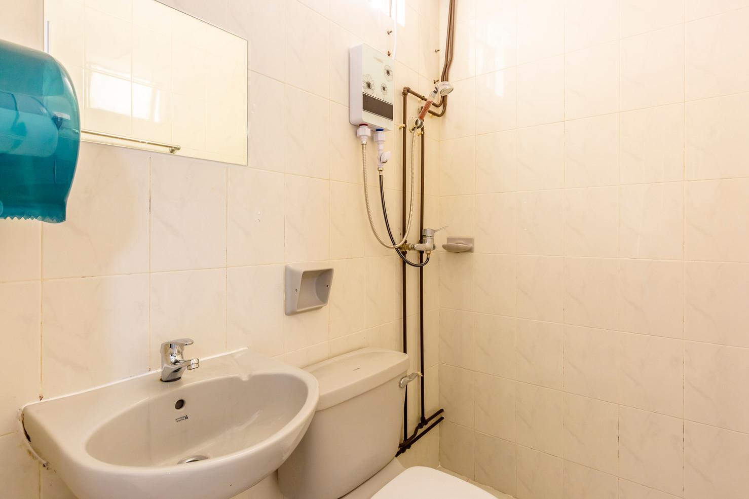Toilet 3.jpg