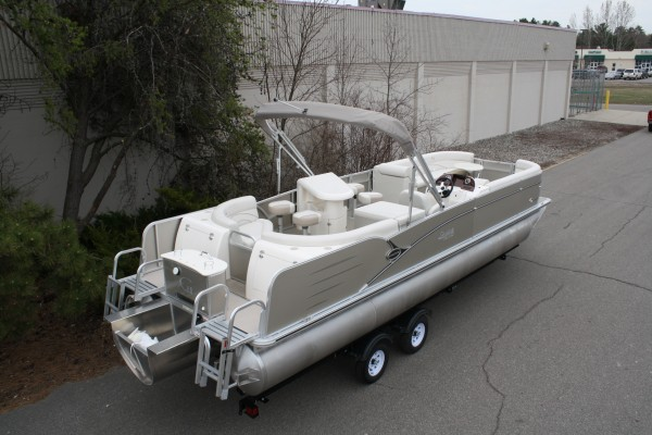 Pontoon Cascade Entertainer