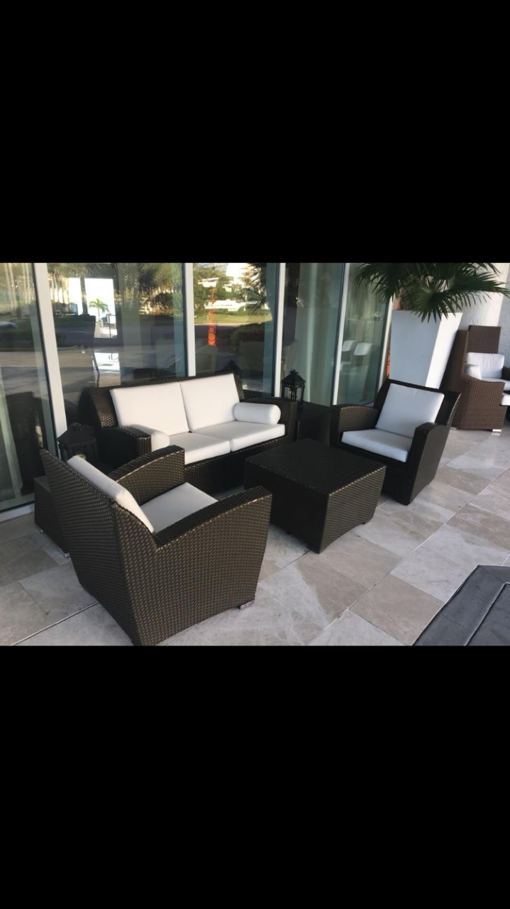 Beach Hotel Valet Lounge