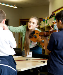 Eloise Teaching Violin 04