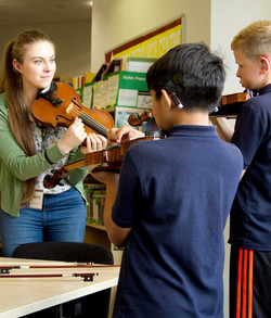 Eloise Teaching Violin 02