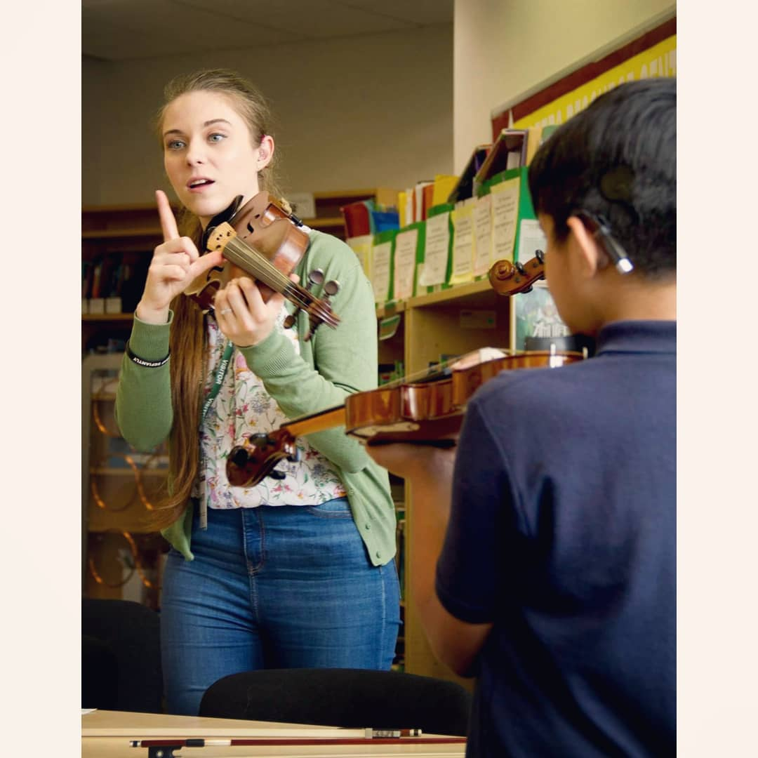 Eloise Teaching Violin 03