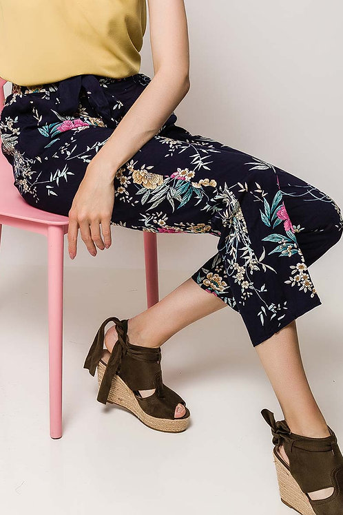 Wide pants with printed flowers
