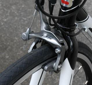 ロードバイクの前輪を取り付けよう