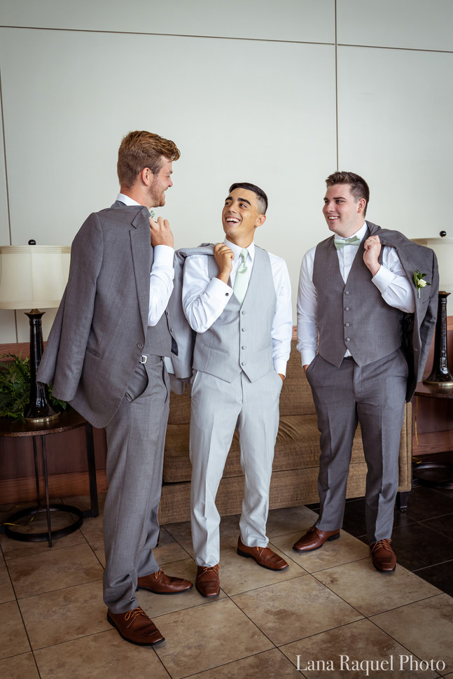 Groomsmen-Laughing-with-Jackets
