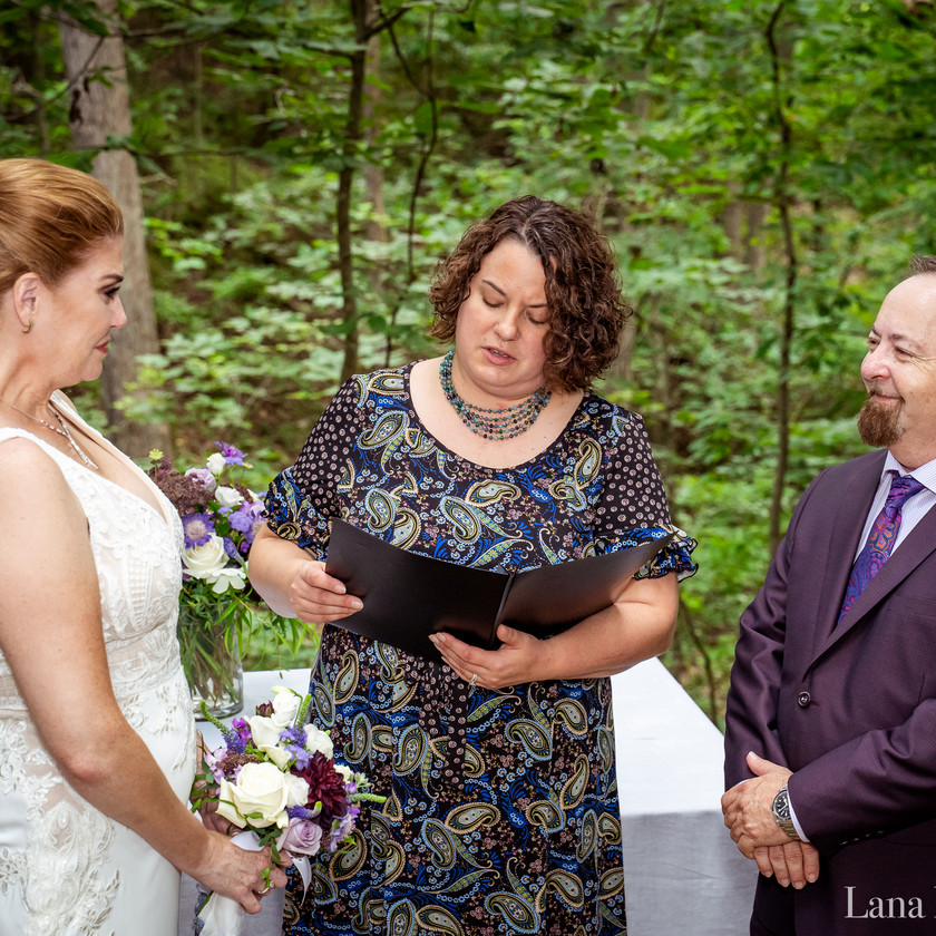 Husband and Wife say Vows