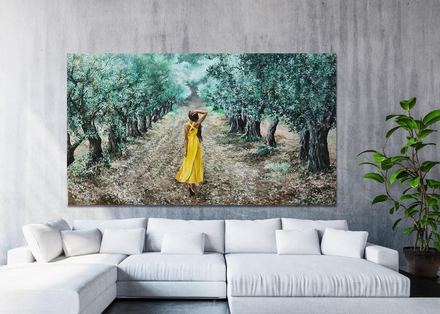 האשה בצהוב.jpg