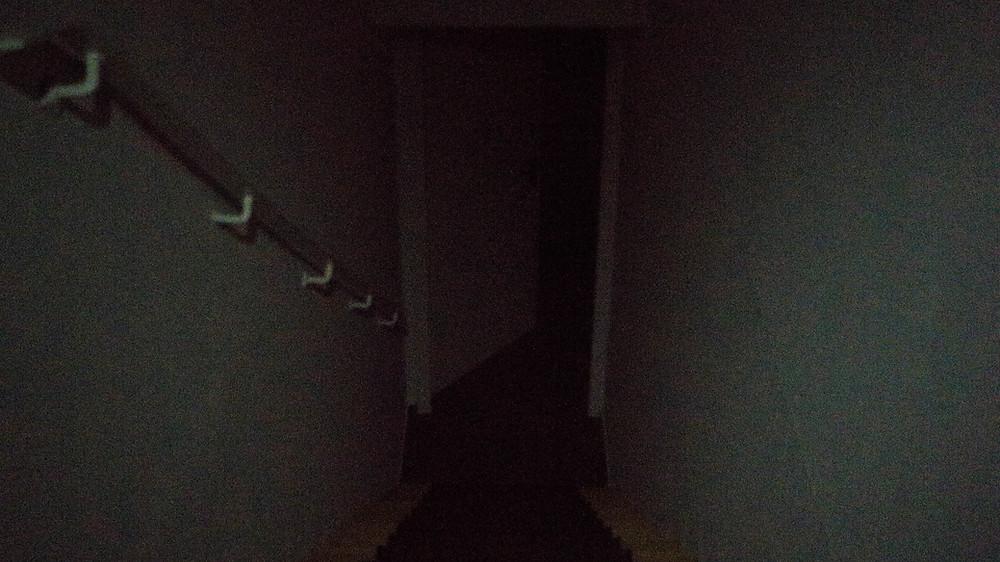 Durch ein hohe ISO und kaum Licht ist in diesem Treppenhaus ein starkes Rauschen zu erkennen.