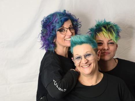 Cos'è il #ColorRoots sui capelli? Segui i consigli sui colori crazy di Perfect Crazy parrucchieri a