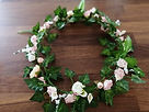 Flower garland for your wedding cake - a