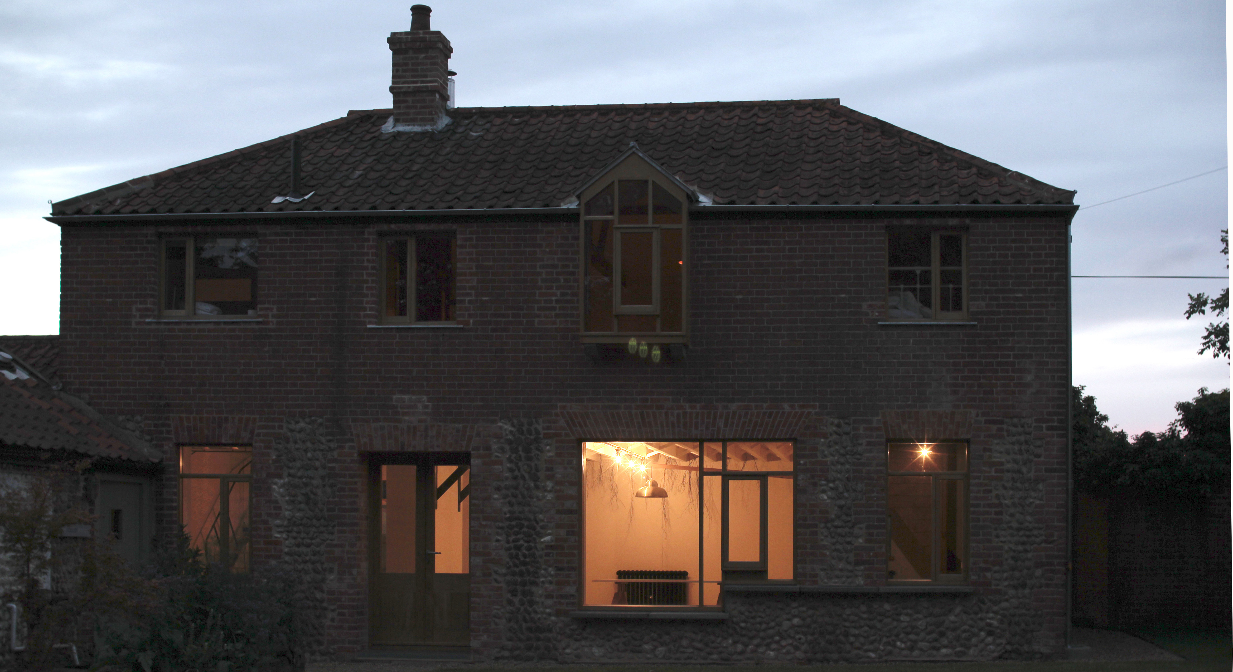 20.facade at night