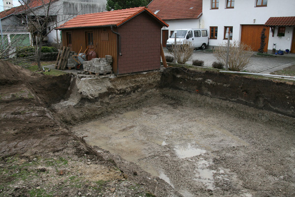 Die Grube für den Pool ist fertig