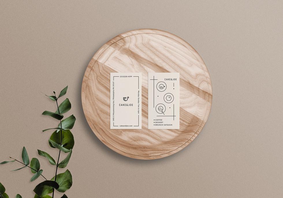 方案2-business-card-mockup-on-wooden-tray.