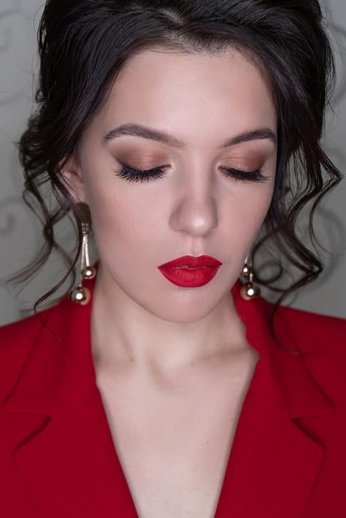 вечерний макияж с красными губами