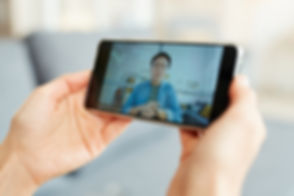 video-conference-on-smartphone-W8QZ3T6.j