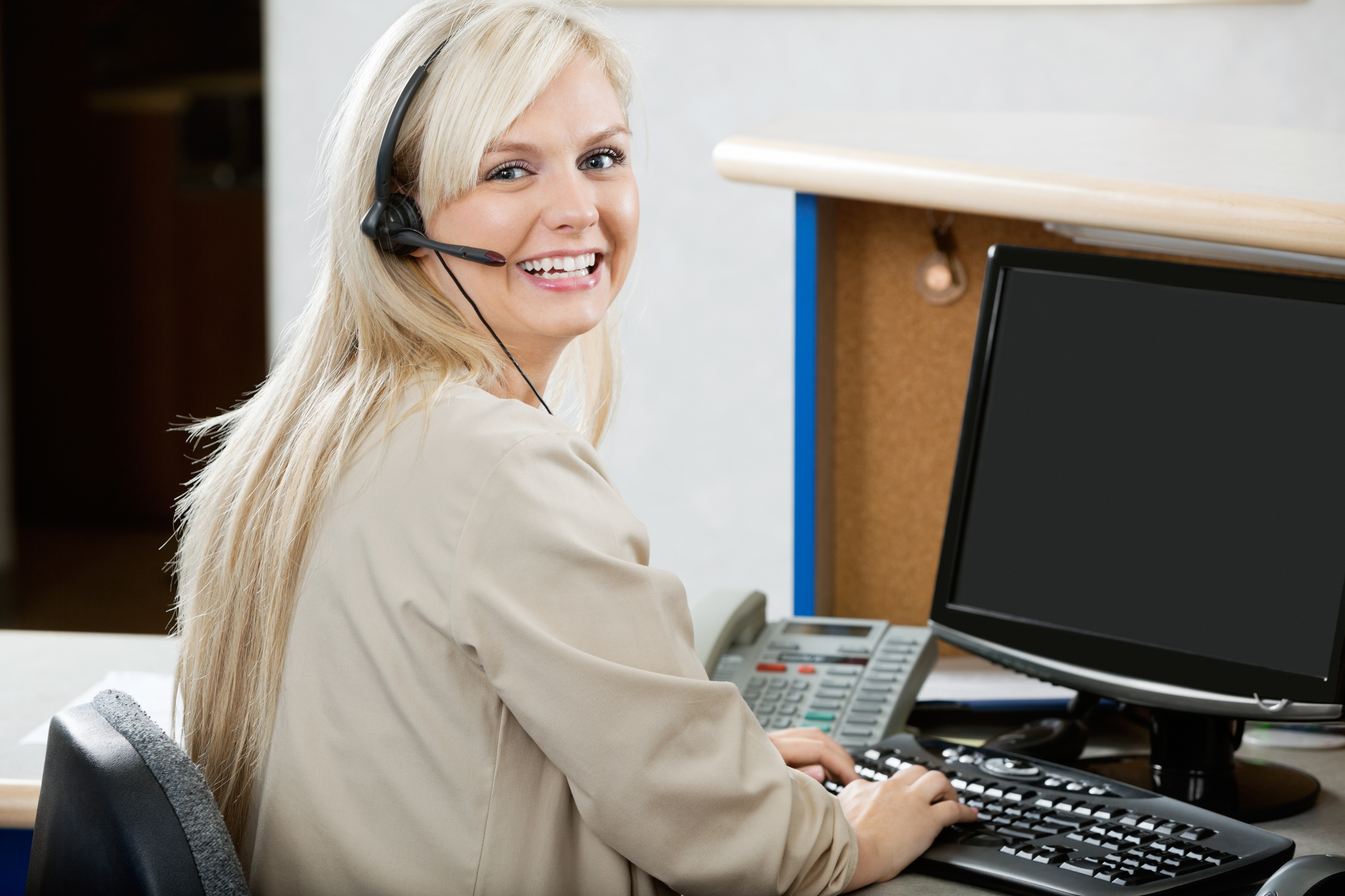 shutterstock_customer-service-1012453849