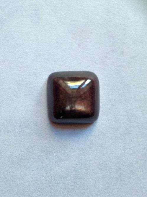 Cabochon carré rubis chatoyant