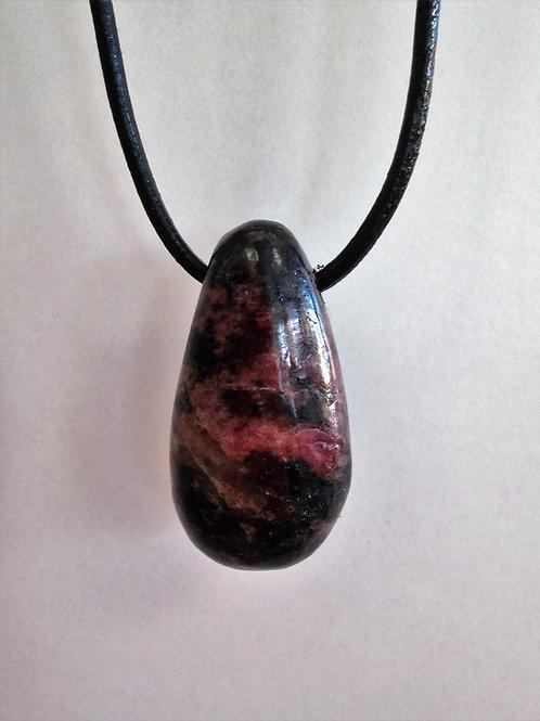 Rhodonite percée et fil en cuir