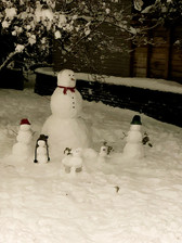 Famille de bonshommes de neige
