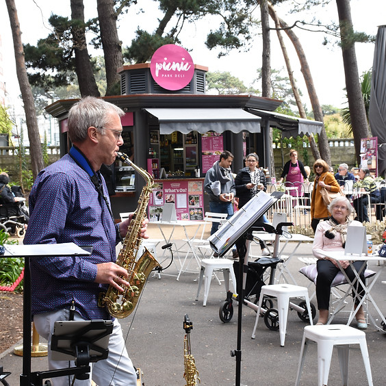 SKI SUNDAY: Phil Smith & Mark Pitman Saxophonist