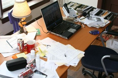 CLEAN YOUR DESK – IT'S EFFICIENT AND HEALTHY