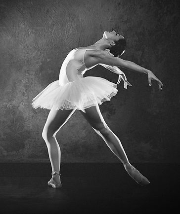 DanzaDove ti porta a teatro, tutta la danza che vuoi sempre con te. Realizzata da artedanzaE20 , Danza&Danza e Crome connette tutti i teatri italiani che promuovono la danza .