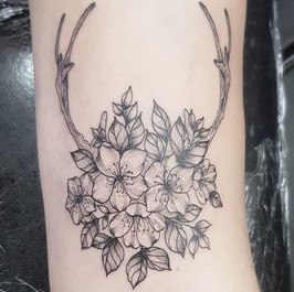 The diddiest flowers and antlers for Emm
