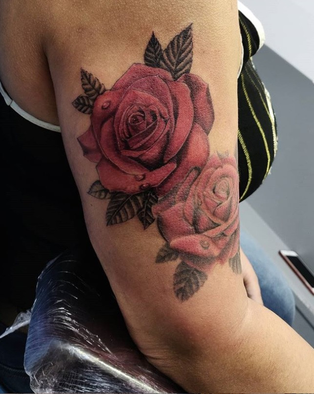 tatouage rose rouge
