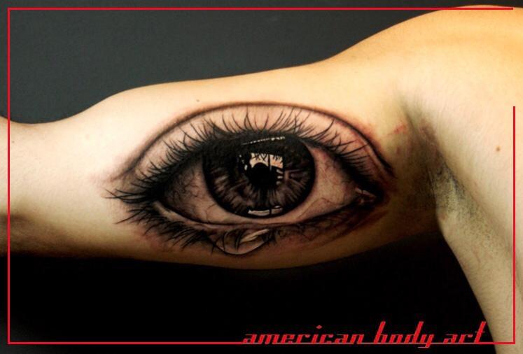 tatouage oeil larme réaliste