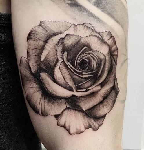 tattoo rose réaliste american body art