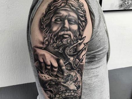 #1054 American Body Art - tattoo grec