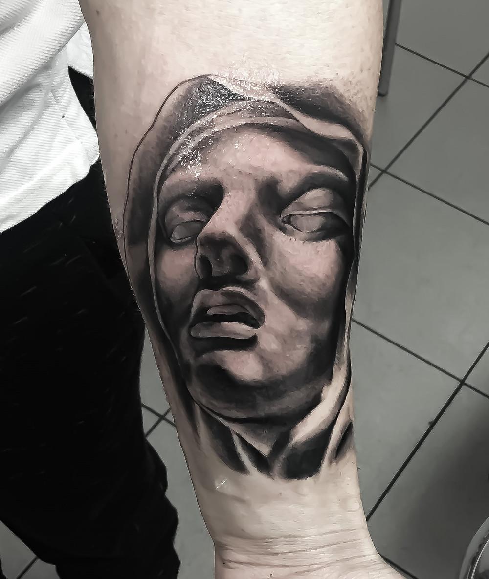tatouage realiste bras