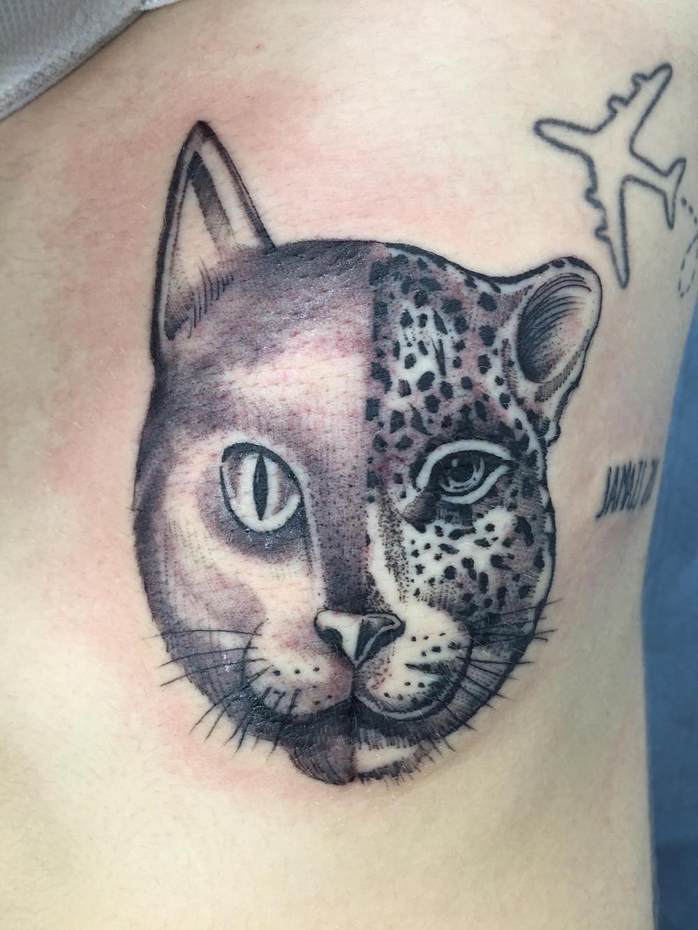tatouage mi chat mi léopard