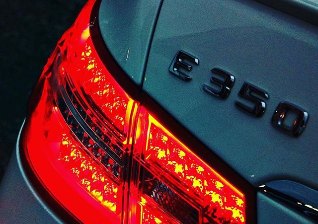 #mercedes #e350 #w207 #coupe #white #pearl #amg #eclass #lights #tail #citylights #bynight #gdynia #