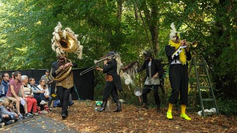 Dans la forêt… (Street Quartet)